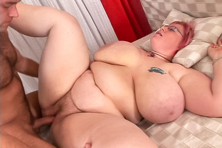 Massive four-eyed plumper gets her daily dose of cock