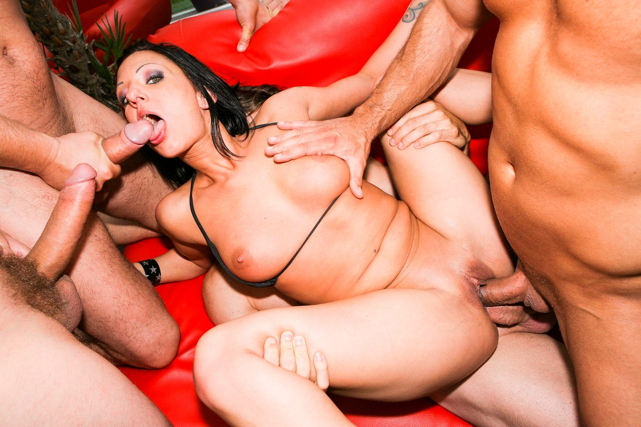 Hentai slave girl porn image gallery porn vintage pussies