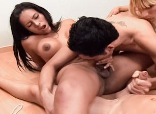Big Cock Shemale Gang Bang #06, Scène 1