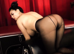 Tera In Her Black Pantyhose, Escena 1