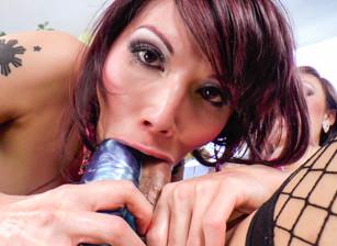 Big Tit She-Male X #02, Scène 1