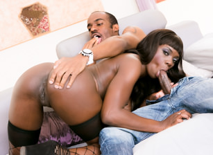 Hot Black Chicks Love Huge White Dicks, Scène 1