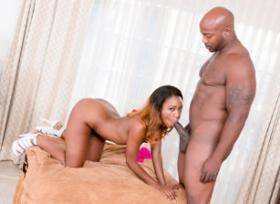 Hot Black Chicks Love Huge White Dicks, Scène 2