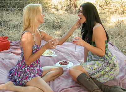 Lesbian triangles 21 india summer payton leigh. India get wine for her romantic dinner from a jealous Payton