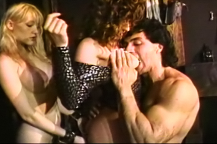Screenshot 4 from the John Stagliano's Buttman's Bend Over Babes 2